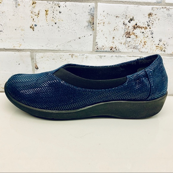 Clarks Shoes - Clarks Navy Cloud Steppers Flats Shoes Size 6